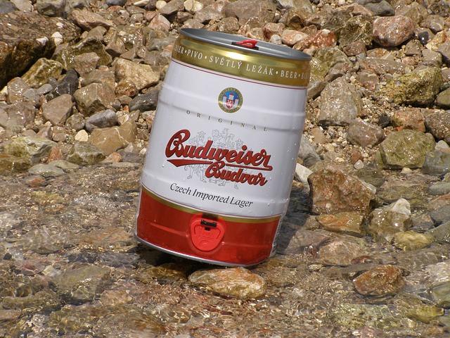 plechový sud piva
