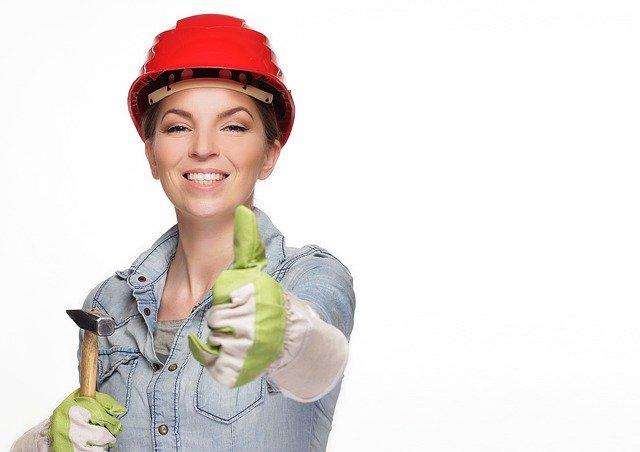 žena v pracovním oblečení